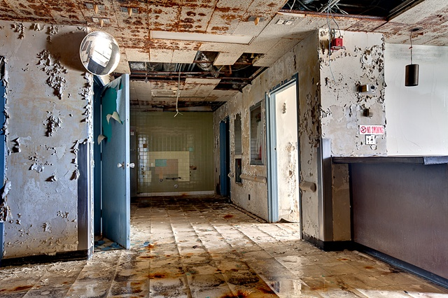 urban decay photography urbex beautiful deconstruction hospital chicago
