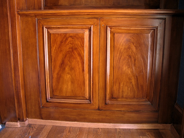 Faux mahogany finish