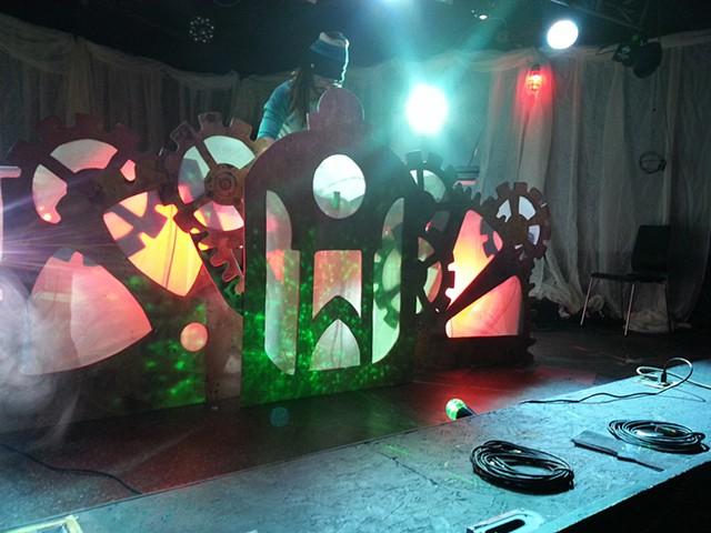 steampunk stagefront cloesup