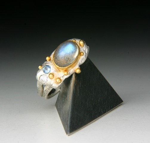Moon Quake Moonstone ring is Magical!