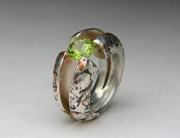 Cross-hairs, tension setting, peridot, copper, silver, Jewels Curnow