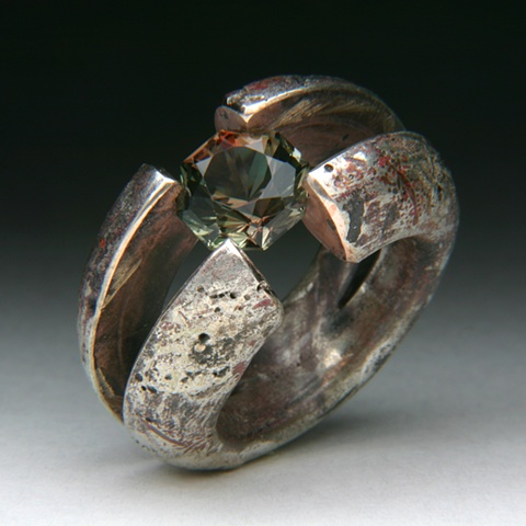 Cross-hairs tension set silver and copper with a Oregon Sunstone