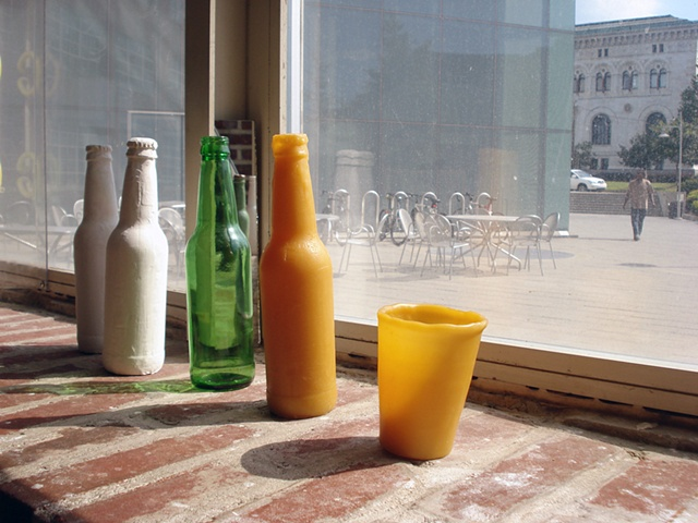 Cafe Doris: bottles and cups