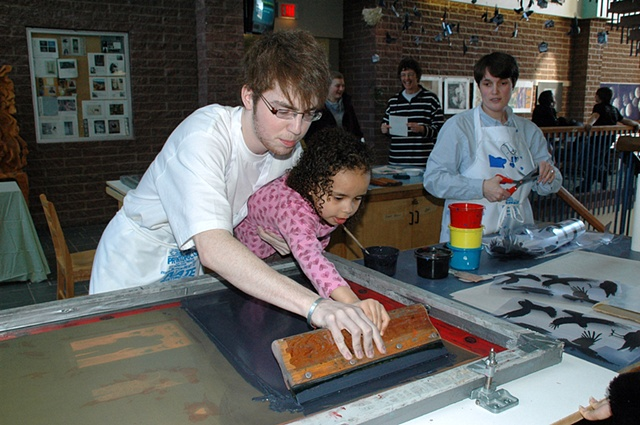 Jason Wells teaches his cousin how to screen print!