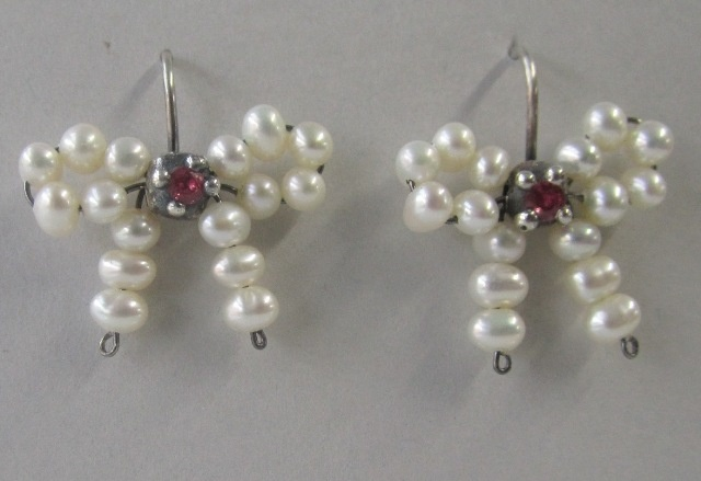 Bow Earrings in White Pearl with Rubies