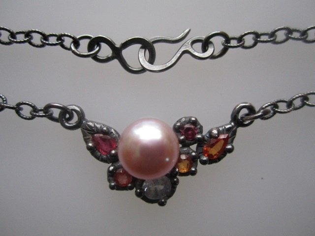 Encrusted Necklace with Sapphires and Pink Pearl