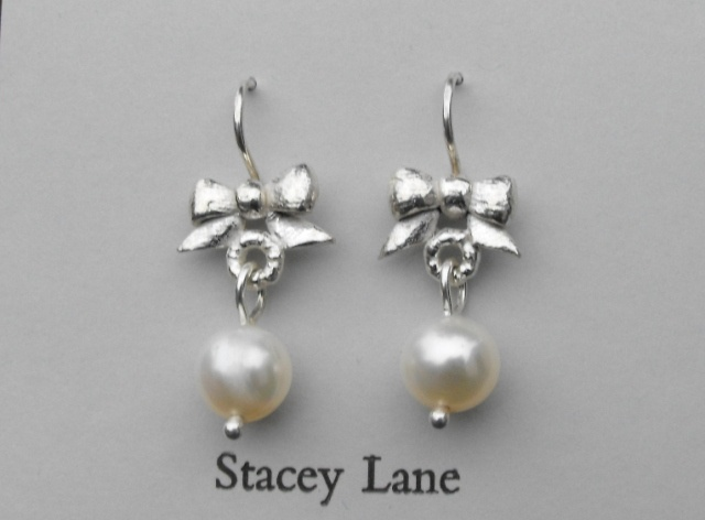 Victorian Bow with White Pearl Dangles