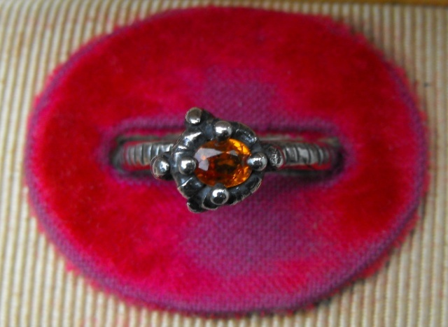 Talon Ring with Orange Sapphire - Detail