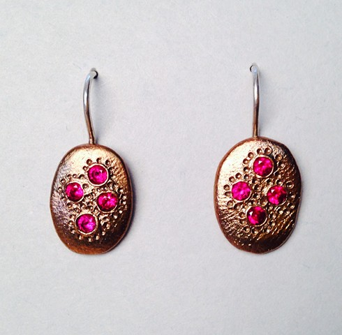 Oval Dotted Earrings with Red Stones