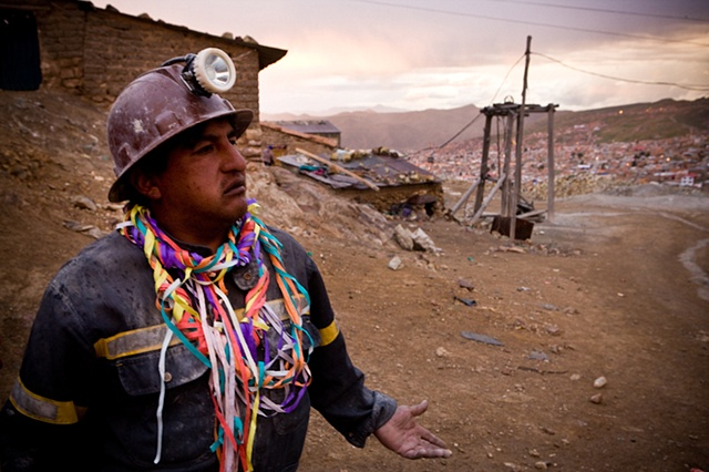 Boby has been a miner since he was 10. He's desperately trying to get his sons education to prevent them from the mine. Unfortunately there is no escape for some of his sons to end up working in the mine.