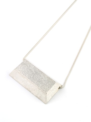 Horizontal Patterned Bar Necklace