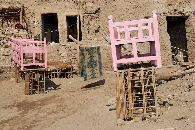 Pink Benches, Gurna